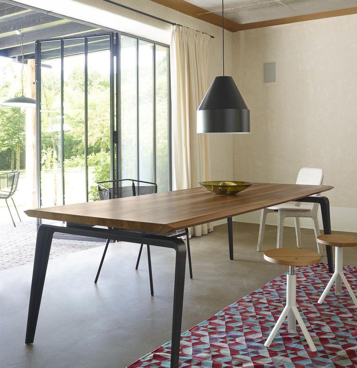 ODESSA, Tables Designer : Mauro Lipparini | Ligne Roset