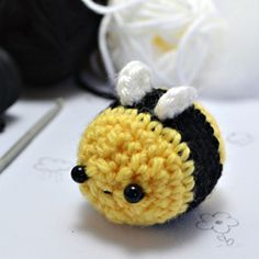 Make your own little crocheted bee with this free amigurumi pattern