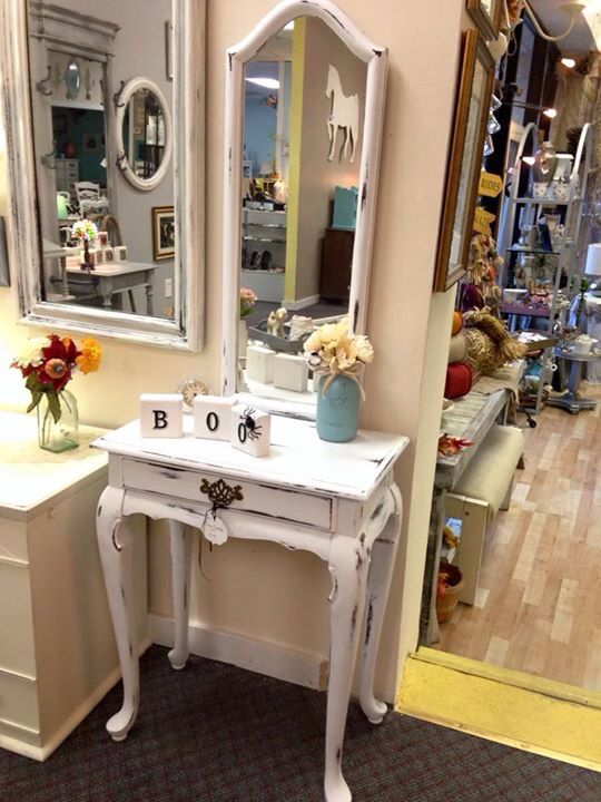 Shabby Chic Vanity Make Up Table With Mirror