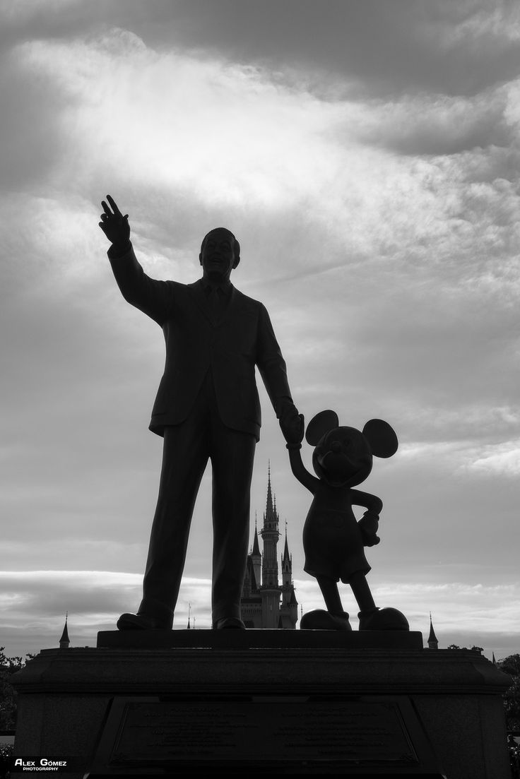 Walt Disney - The Walt Disney statue holding Mickey by the hand