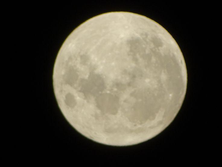 Se puede dar de postre a los niños cuando no se han dormido,  y unas gotas de luna en los ojos de los ancianos ayudan a bien morir  JAIME SABINES