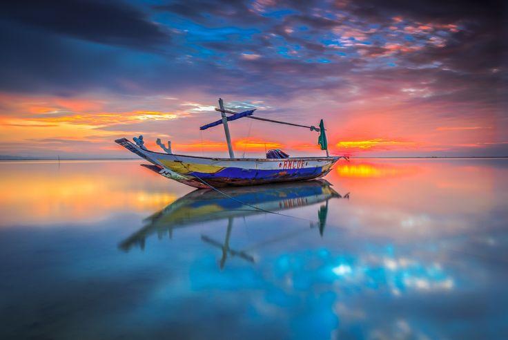 boat alone at the kenjeran beach by Kun Riyanto on 500px
