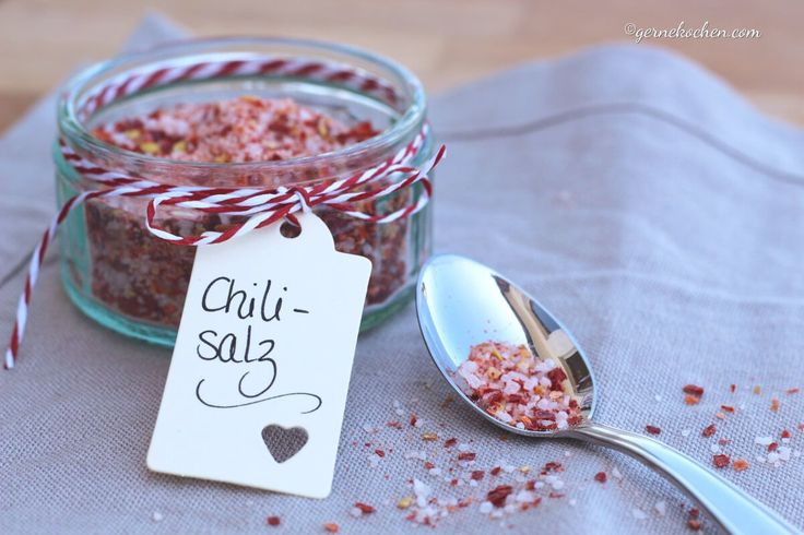 Chili-Salz lässt sich ganz einfach herstellen und das auch noch aus Resten. Wer also ein paar getrocknete Chilies rumliegen hat, nicht wegschmeißen!