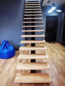 установка (монтаж) дубовых ступеней на лестницу с одним центральным косоуром