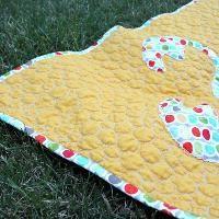 Applique Crab Crib Baby Quilt Pattern - via @Craftsy