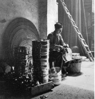Χαλκωματάς. Πειραιάς, γύρω στο 1930