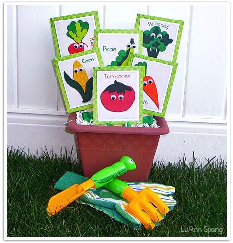 seed packets - free download.  Great for a Spring activity #Printables #Seeds #Vegetables