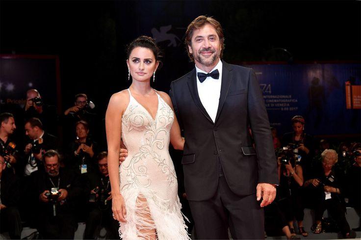 Пенелопа Крус и Хавьер Бардем представили фильм «Любящий Пабло» Супруги сыграли влюбленную пару в байопике о наркобароне Пабло Эскобаре.
