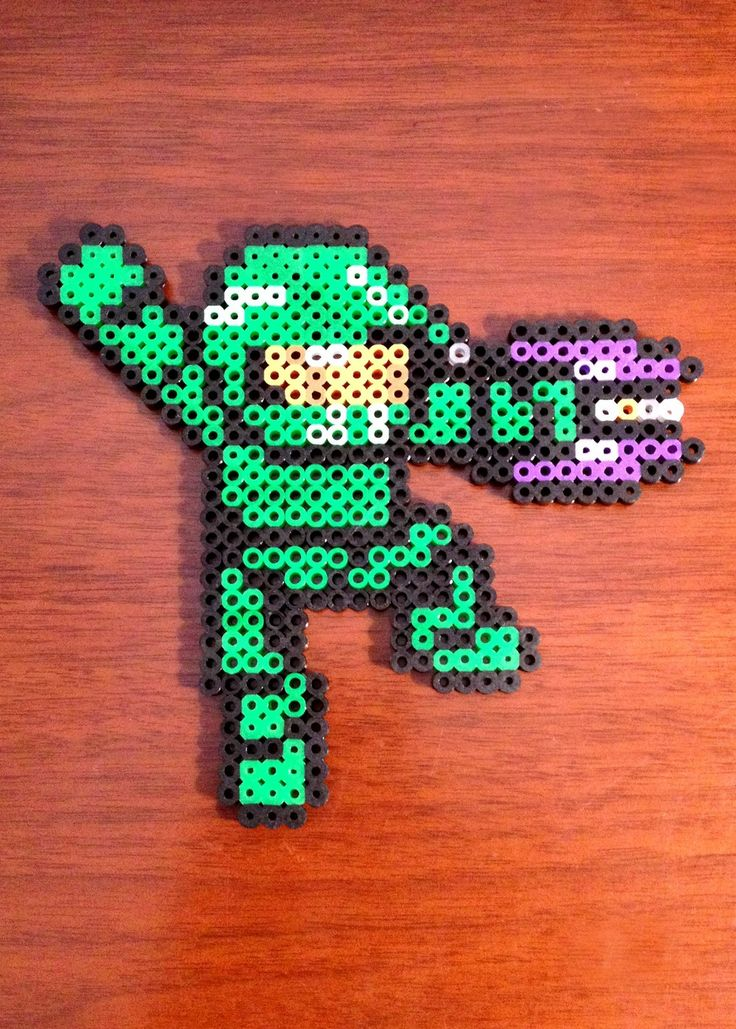 "Halo Inspired 8 Bit Perler - John 117 ""Master Chief"" via eb.perler. Click on the image to see more!"