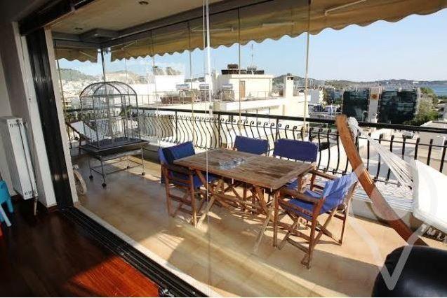Διαμέρισμα ρετιρέ 120 τ.μ. στην Βούλα, με απεριόριστη θέα στη θάλασσα, σαλόνι με τζάκι, αποθήκη και 2 θέσεις στάθμευσης πιλοτής, πωλείται...