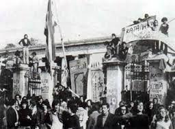 Πολυτεχνείο-17 Νοεμβρίου 1973... Ετούτος δω ο λαός δε γονατίζει παρά μονάχα μπροστά στους νεκρούς του.-Γιάννης Ρίτσος