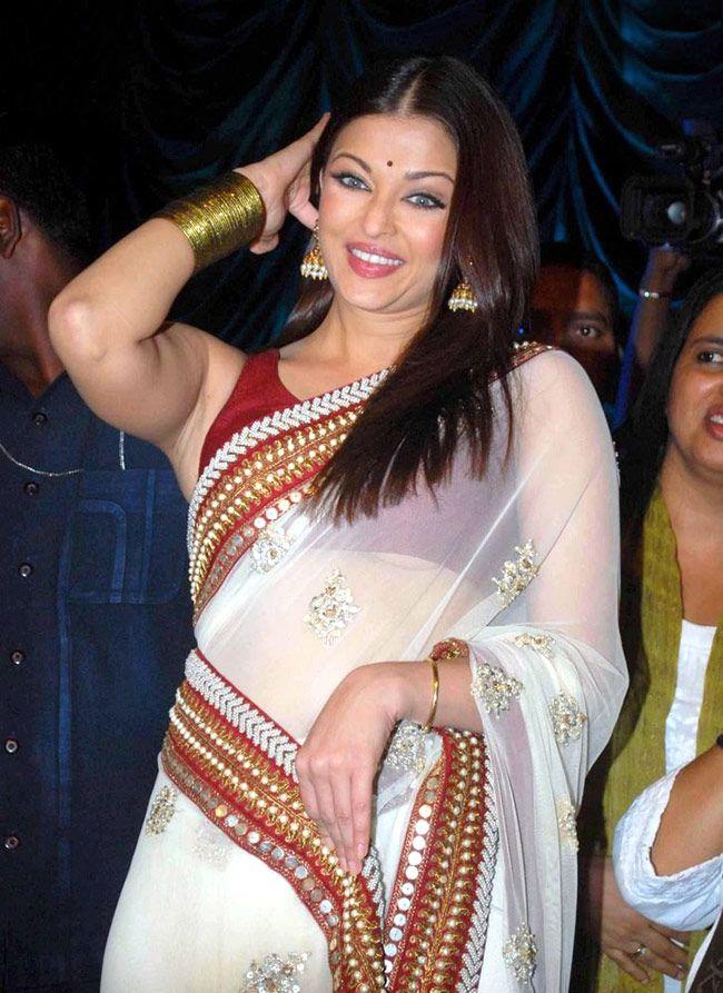 On November 16, 2011, Aishwarya gave birth to a baby girl- Aaradhya.