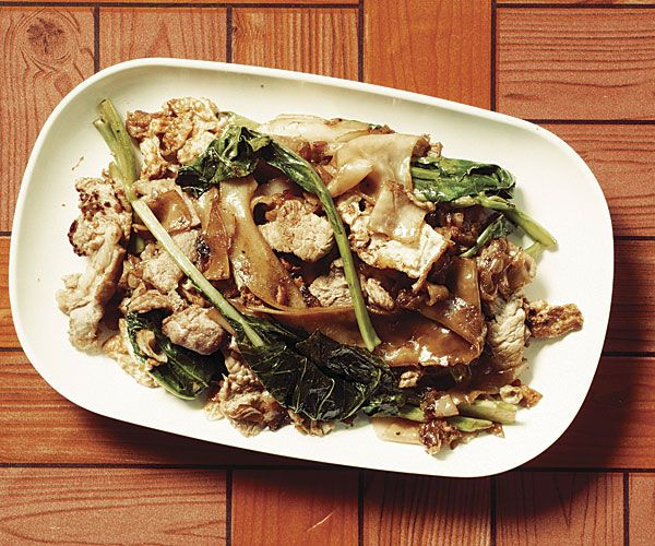 Phat Si Ew (Stir-Fried Rice Noodles with Pork, Chinese Broccoli & Soy Sauce) - One of my favorite Thai dishes!!