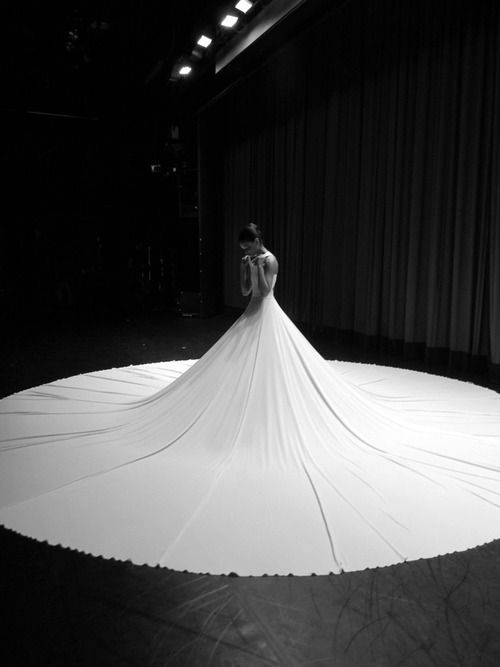 Innovative wedding dress also serves as a tent