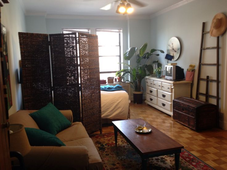 My cousin's beautifully decorated studio apartment :-)