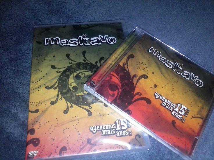 """Maskavo – Queremos Mais 15 Anos Ao Vivo (CD + DVD)    Apresentamos o novo trabalho do Maskavo, trata-se do DVD/CD Queremos Mais 15 Anos Ao Vivo, que é o primeiro registro de imagens no formato elétrico, com guitarras. Dirigido por Heron Domingues (O Rappa Na Rocinha), o show foi gravado na casa de shows Bar Opinião-POA/RS no dia dos namorados. No repertório fazem parte os grandes sucessos como """"Folhas Secas"""", """"Quere Ver"""", """"Quando o Sol Nascer"""", """"Asas"""", """"Ela só ela e Um Anjo do Céu""""."""