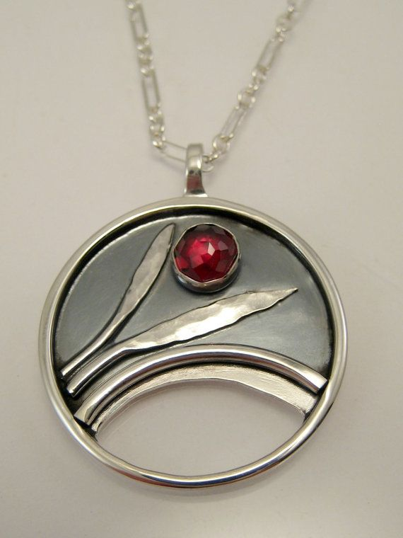 Hey, I found this really awesome Etsy listing at https://www.etsy.com/uk/listing/245491526/sterling-silver-garnet-necklace-rose-cut