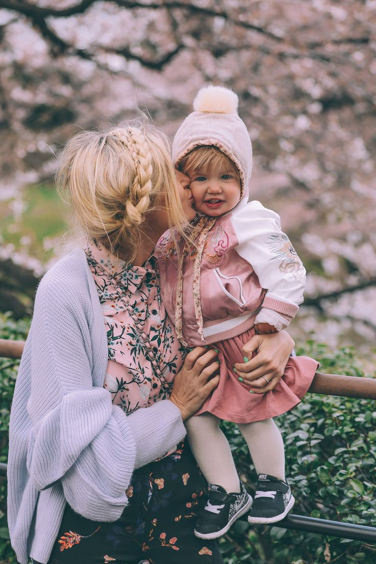Barefoot Blonde Amber Fillerup - i am going to make a bonnet like this for my little girl - next winter project