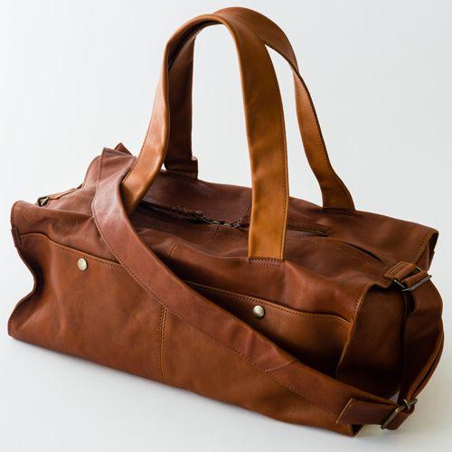 【m+(エムピウ)】CASSA 2(カッサ2)の商品詳細ページです。元・建築士の村上雄一郎氏が手掛けるブランド「m+・エムピウ」のミニボストンバッグ。上質な革を使い、シンプルながら機能的なデザイン。ショルダーストラップは取り外しも可能です。