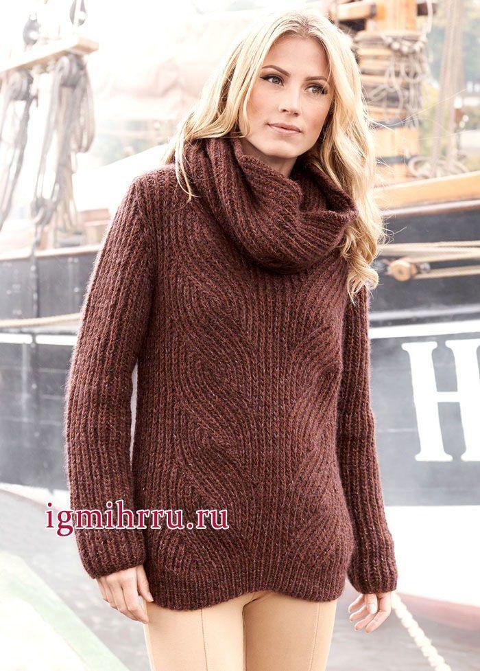Коричневый пуловер с косами из английской резинки, дополненный шарфом-хомутом. Вязание спицами