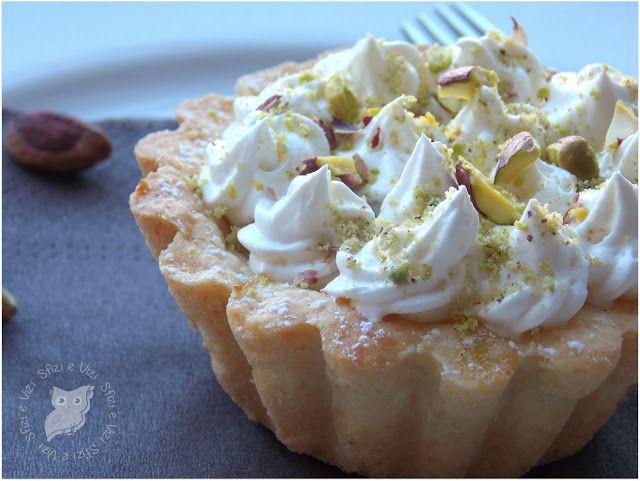 Sfizi & Vizi: Tartellette con crema di mandorle, ciuffetti di pa...
