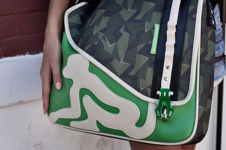 Messenger Green di Drunknmunky 45,00 € disponibili a breve nei negozi AW LAB e online su www.aw-lab.com