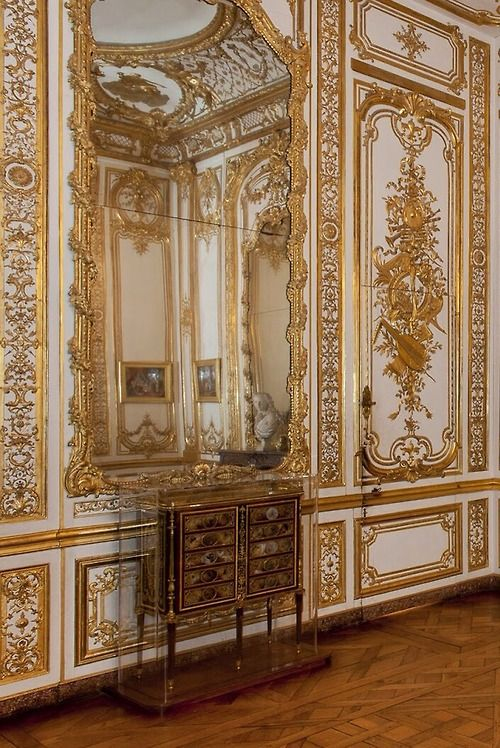 912 best images about french paneled rooms boiserie for Chambre louis xvi versailles