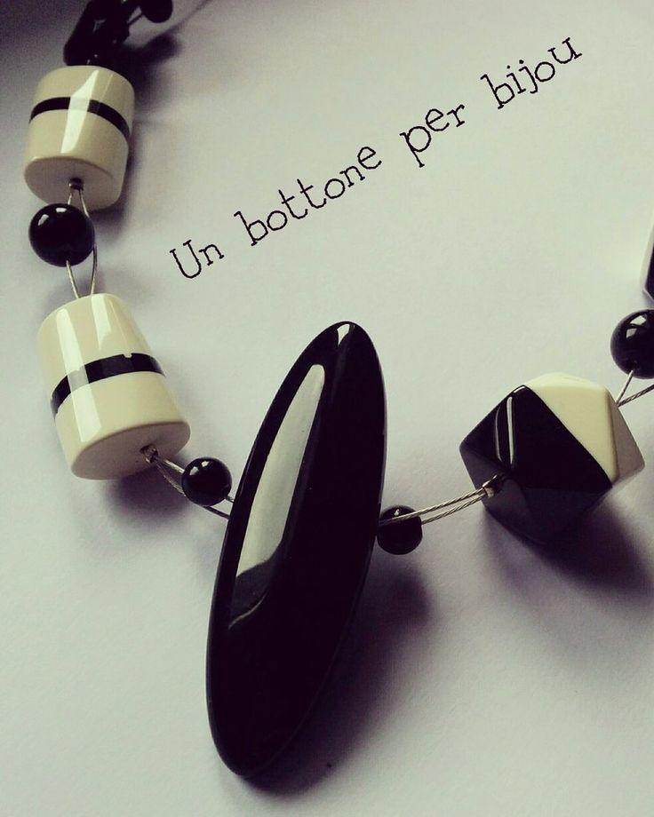 Collana con maxi bottone nero vintage, by un bottone per bijou, 15,00 € su misshobby.com
