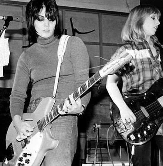 Joan Jett with a Rickenbacker guitar ❤️ with unknown female bassist ❤️ Does anyone know who the bassist is and when the year the photo was taken?