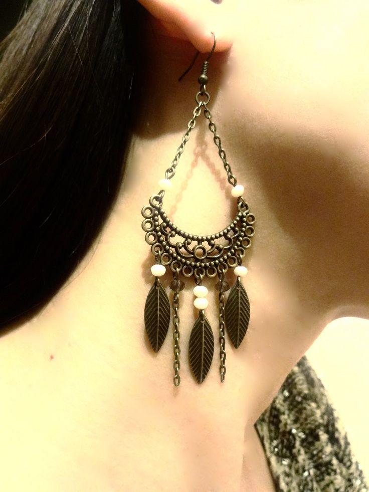 Boucles d'oreilles lune ciselé ethnique bronze avec perles a facettes en cristal crème et feuilles : Boucles d'oreille par les-bijoux-d-aki