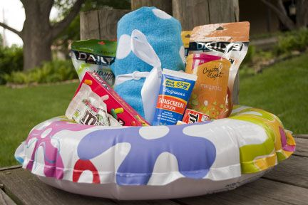 Here's a cute idea for a summer gift basket made with a colorful inner tube (@ Practically Living)