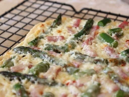 Asparagus, ham, and ricotta pizza | Dinner | Pinterest