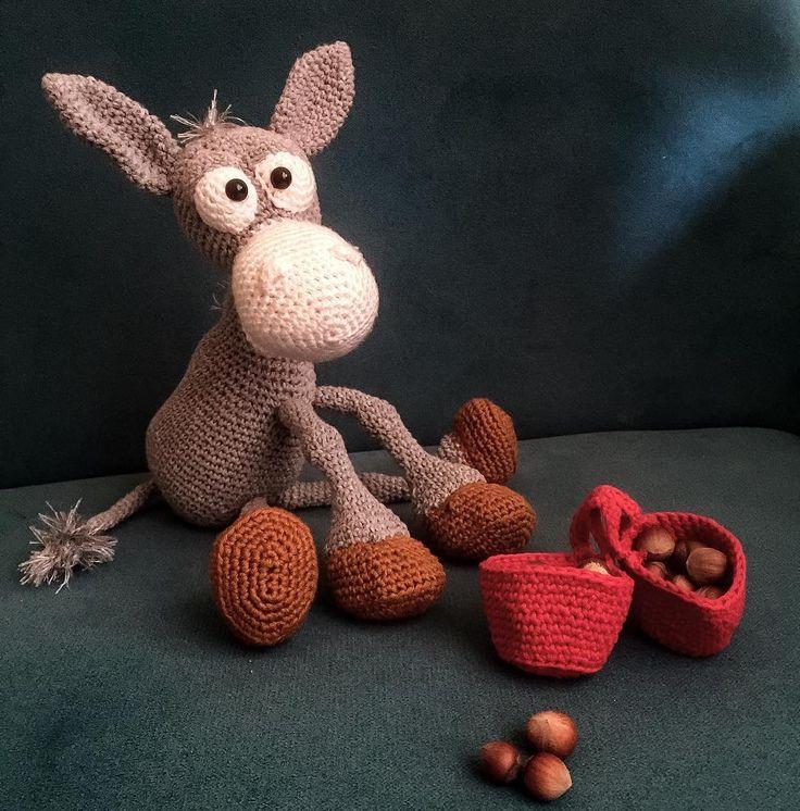 """"""" Bi de otururken çek  """" #amigurumi #amigurumicrochet #amiguis #crochet #crochetlove #love #eşek #donkey #kalite #örgü #örgüoyuncak #örgümüseviyorum #handmade #handmadewithlove #esek #cocuklaricin #çocuk #bebek #anne #saglikli #sagliklioyuncak #bursa #sipariş #siparişalınır by amigurumidunyasi"""