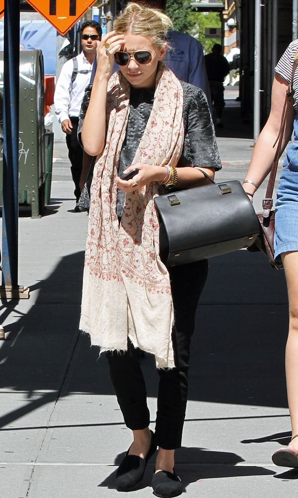 Olsens Anonymous Blog Ashley Olsen Chic In Mixed Prints Aviator Sunglasses Print Scarf Fur T Shirt The Row Bag Pants Flats Leather Bag Candid Best Look photo Olsens-Anonymous-Blog-Ashley-Olsen-Chic-In-Mixed-Prints-Aviator-Sunglasses-Print-Scarf-Fur-T-Shirt-The-Row-Bag-Pants-Flats.jpg