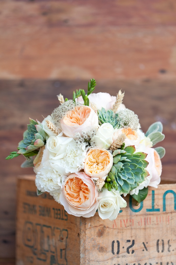 Gorgeous David Austin Rose bouquet by Shaye Woolford  #countrywedding #peach #succulent