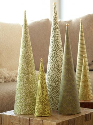 CHRISTMAS: Too cute wallpaper Christmas cones.