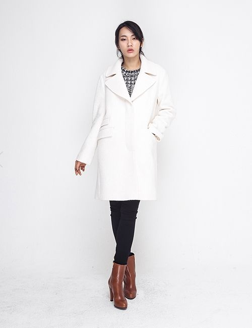 OVERSIZE WHITE COAT http://arcloset.com/product_view.php?gs_idx=OU140008CT