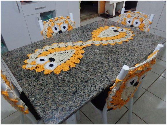 Deixe sua cozinha muito mais alegre e cheia de vida e ainda entre na onda do momento!    * capa para cadeiras e trilho em crochê,  * valor para 4 cadeiras    * cores a combinar.