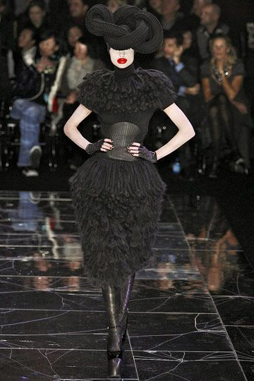 Courtesan Macabre - Gothic Fashion, Gothic Style: Paris Couture: Alexander McQueen Fall 09