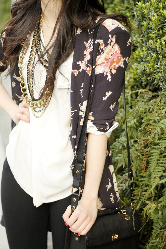 Floral Cardigan.: Fashion Style Outfits Clothes, Outfits Hair Nails, Black Floral Blazer, Floral Cardigan Outfit, Florals Nice, Cute Outfits, Roll Florals, Edgy, Black Pants