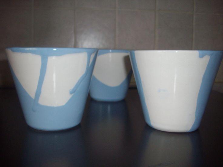 Bicchieri forgiati al tornio e rivestiti con due smalti.