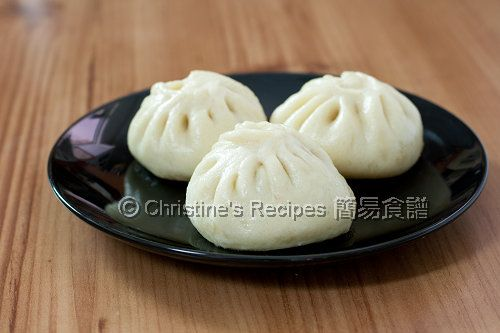 The texture of these pan-fried buns is soft and fluffy with a crispy bottom. You might like to dip them in some soy sauce with black rice vinegar.