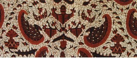 """Batik Semen Rama dimaknai sebagai penggambaran dari """"kehidupan yang semi"""" (kehidupan yang berkembang atau makmur). 1. ornamen yang berhubungan dengan daratan, seperti tumbuh-tumbuhan atau binatang berkaki empat. 2.ornament yang berhubungan dengan udara, seperti garuda, burung dan megamendung. 3.ornament yang berhubungan dengan laut atau air, seperti ular, ikan dan katak. Paham tersebut adalah ajaran tentang adanya tiga dunia; dunia tengah tempat manusia hidup,"""