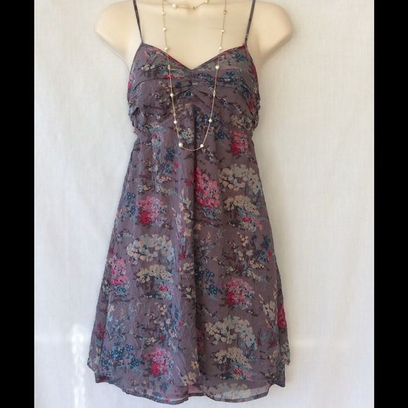 AMERICAN EAGLE OUTFITTERS DRESS AMERICAN EAGLE OUTFITTERS DRESS ,THIS DRESS IS IN THE SIZE OF 00 .IT ALSO HAS A SIDE ZIPPER AS SHOWN IN THE PICTURES. NO TRADES PLEASE. *** American Eagle Outfitters Dresses Midi