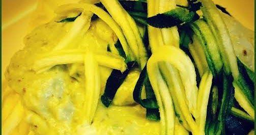 Spaghetti di zucchine con crema di avocado e capperi Costo 2.5 Euro