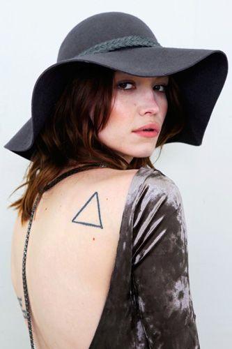 : Triangles Tattoo, Tattoo Ideas, Tattoo Fails, Backless Dresses, Tattoo Kink, Floppy Hats, Body Tattoo, Simple Tattoo, Beaches Style