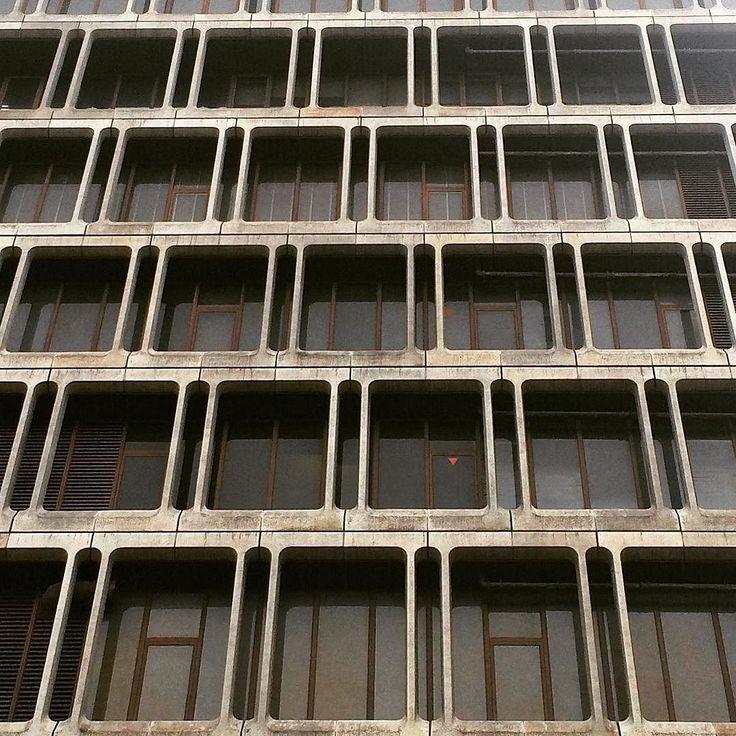 池袋東武百貨店ってこんなにカッコ良かったんだ  #domiビルヂング #ビル #ブルータリズム #いい窓 #池袋 #東武百貨店 #池袋東武 #百貨店 #brutalism #building #brutal_architecture #tokyo #japan by domitomi555