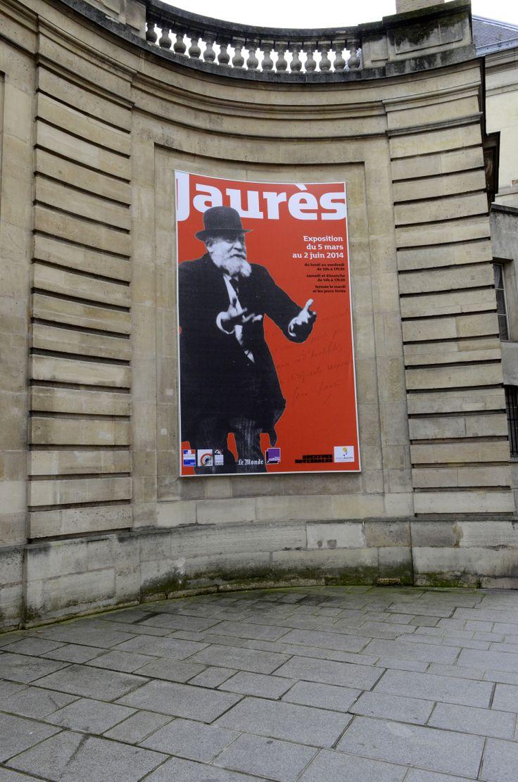Affiche devant l'entrée de l'hôtel de Soubise © Archives nationales/ Marius Roselet