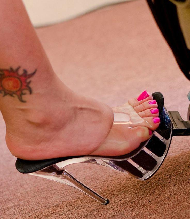 "81 Me gusta, 3 comentarios - @imtroyy_ en Instagram: ""#footfetish #sexyfeet #sexyhighheels #sexymules #sexyslidesshoes #sexyarches #sexylegs…"""