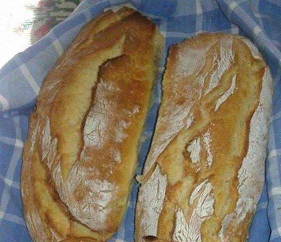 Φανταστικο; Τραγανή κόρα μαλακη ψύχα και πάνω απο όλα το ψωμάκι μας είναι χωρίς ζύμωμα !!!    Υλικά  1 κιλο αλευρι...ο,τι σας αρέσει..  Μπορει να γινει συνδυασμος αλευρων (χωριατικο με ασπρο...χωριατικο-ασπρο-ολικης κλπ)  2 φακελακια μαγια  1 κουταλακι του γλυκου ζαχαρη  2 κουταλακια